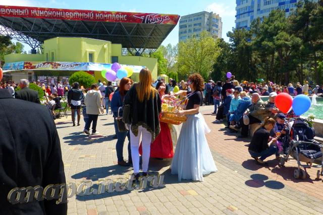 "Анапа 9 мая 2015 года возле ККЗ ""Победа"""