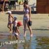 Анапа Центральный пляж у входа возле речки Анапки дети