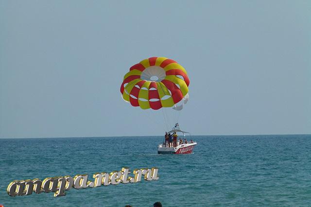 Пляж Джемете аттрикцион с парашютом